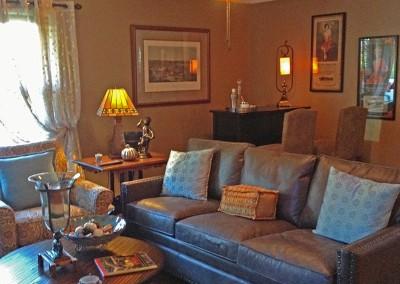 The Guest House at La Bella Casa | Living Room | Carrollton, MO