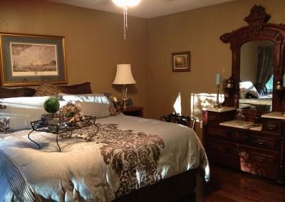 The Guest House at La Bella Casa | Master Bedroom | Carrollton, MO