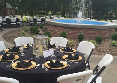 Outdoor Dining around Fountain | Outdoor Event